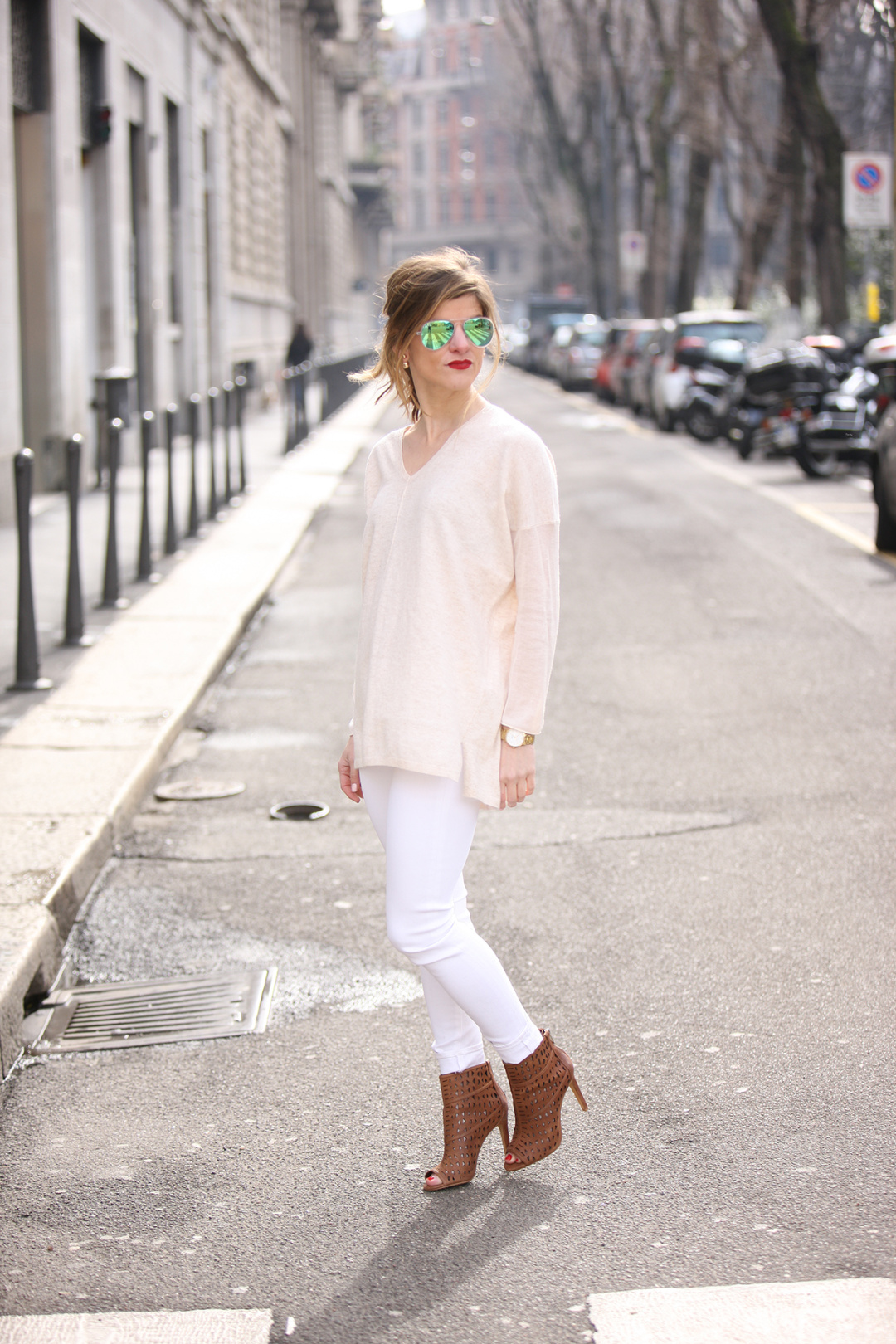 transitional fall look, spring outfit with white jeans, white jeans outfit, winter neutrals outfit, winter white outfit, wearing white after labor day, tone on tone outfit, white on white spring neutrals outfit